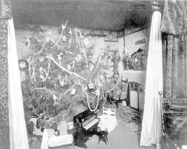 Haya Parlor Decorated for Christmas-Tampa FL-1895. RC05853